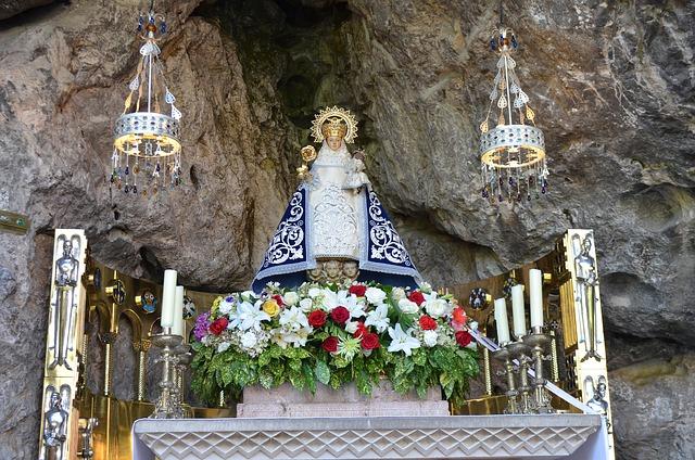 La Virgen de Covadonga nos proteje